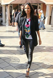 Thandie Newton sharpened a graphic T-shirt with a long length blazer with cropped sleeves.