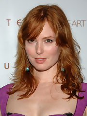 Alicia Witt attended the Art of Elysium auction wearing her hair in casual tousled waves with lash-grazing bangs.