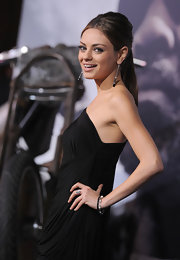 These long dangling Onyx earrings look stunning on Mila.