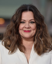 Melissa McCarthy worked a mussed-up wavy 'do at the Los Angeles premiere of 'The Boss.'