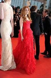 Isla Fisher's red gown looked totally lovely with its choppy tiers and flowing train.