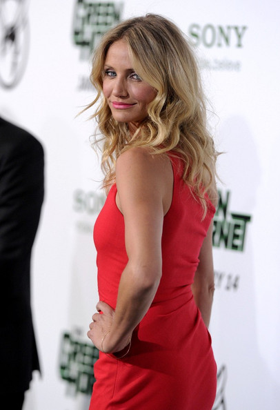 Cameron wore her hair in long layered waves for this fantastic look.