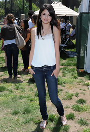 Selena Gomez wears dark slim fitting jeans with a slight fade for a celebrity carnival.
