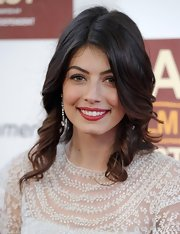 Alessandra Mastronardi looked gorgeous with hair-framing delicate corkscrew curls.