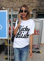 Jourdan Dunn headed to the Tophsop Unique show wearing a pair of cute round sunnies.