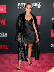 Jasmine Sanders finished off her ensemble with black ankle-strap heels.