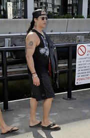 Slash completed his laid-back ensemble with a pair of flip flops.