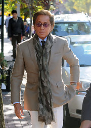 Valentino looked dashing in his white slacks, which he paired with a tan sport coat.