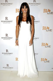 This stunning white evening gown played a striking contrast to Elisabetta's deep tan and dark tresses.