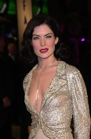 Lara Flynn Boyle's shoulder-length curly 'do was reminiscent of old Hollywood glamour.