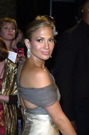 Wow, these diamond earrings are stunning on Jennifer Lopez!