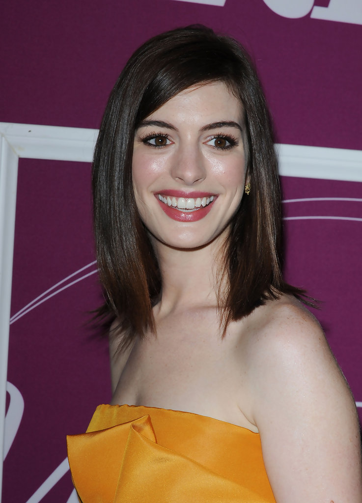 More Pics Of Anne Hathaway Medium Layered Cut 2 Of 13 Shoulder Length Hairstyles Lookbook Stylebistro