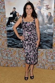 Julia Louis-Dreyfus chose classic black peep-toes by Roger Vivier to pair with her dress.