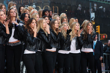 Heidi Klum Doutzen Kroes Victoria's Secret Angels in Times Square