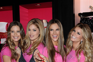 Alessandra Ambrosio Marisa Miller Victoria's Secret Holiday Shopping