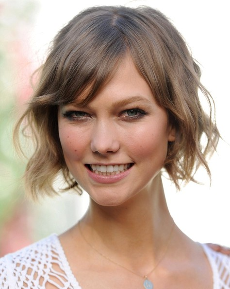 More Pics of Karlie Kloss Short Wavy Cut (2 of 24) - Short Hairstyles Lookbook - StyleBistro