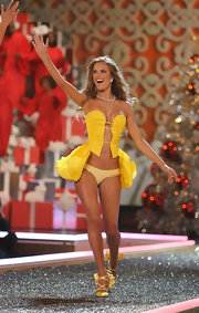 Check out this bold yellow corset top Alessandra wore down the V-Secret runway.