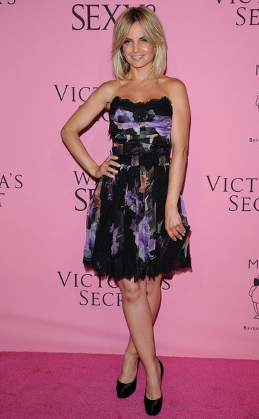More Pics of Mena Suvari Strapless Dress (2 of 6) - Mena Suvari Lookbook - StyleBistro