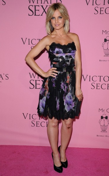 More Pics of Mena Suvari Strapless Dress (4 of 6) - Mena Suvari Lookbook - StyleBistro