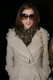 Actress Kate Walsh jazzed up her winter trench with a leopard print cashmere and silk scarf.