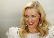 Naomi Watts' dangling diamond earrings channeled some serious old Hollywood glam.