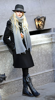 "On the set of ""Gossip Girls"" Taylor Momsen character sports some lace up combat boots with a new detail, thick laces. Combat boots are surely the newest alternative to flat boots and Taylor updated the trend by switching out the laces."