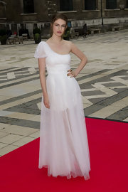 Tali Lennox was a vision in a white one-shoulder dress at the Women for Women Gala.