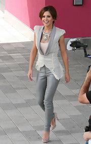 Cheryl completed her look with an eye-catching silver Surat collar necklace.