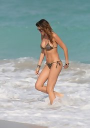 Aida Yespica was alluring as usual in a string bikini during a visit to a Miami beach.