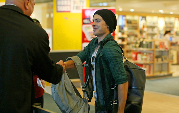 More Pics of Zac Efron Duffle Bag (1 of 12) - Duffle Bag Lookbook - StyleBistro