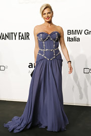 Simona Ventura looked downright divine in a billowy strapless bluish-gray gown.
