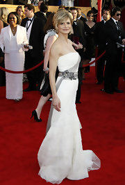 Kyra looked smashing in a strapless white gown with a gray chiffon and bejeweled waistline.