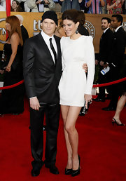 Jennifer paired her white mini dress to perfection with black patent platform pumps.