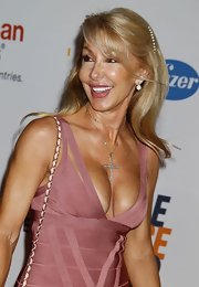 Linda Thompson's diamond-studded cross pendant competed for attention with her sexy dress.