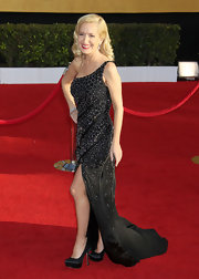 Angela Kinsey brought Old Hollywood glamour to the SAG Awards in black satin platform pumps.