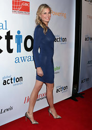 Rebecca Romijn looked sultry in pointy lace stilettos.