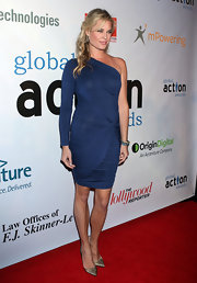 Rebecca looked smoldering in a blue one-sleeve cocktail dress at the Global Action Awards Gala.