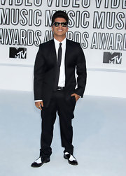 Bruno Mars paired his wing top oxfords with a black suit.