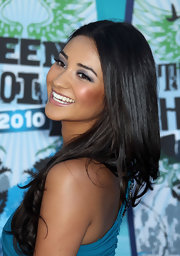 'Pretty Little Liars' star Shay Mitchell has plenty to smile about: Just look at her shiny locks! At the 2010 Teen Choice Awards, Shay showed off her radiant long hairstyle, worn straight and parted in the center. We're also crazy about her soft, smoky eye!