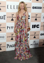 Anne looks ultra-sweet in a floral ruffled maxi dress at the Spirit film awards.