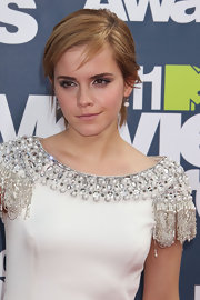 Emma Watson rocked sultry smoky eyes made up in metallic shadows at the 2011 MTV Movie Awards. Also, at the inner corners of her eyes and under the brow bone an icy white shade was used.
