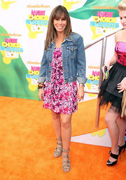 At the 2011 Nickelodeon's Kids' Choice Awards Melissa Rivers paired her print dress with a classic denim jacket for a casual-cool finish.
