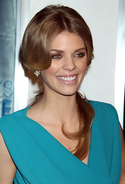 AnnaLynne McCord paired her voluminous ponytail with copper drenched lids.