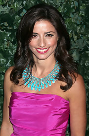 Shoshanna Lonstein added a pop to her simple outfit by wearing a turquoise necklace.