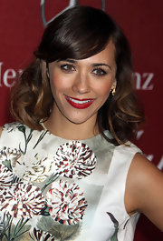 Rashida Jones always looks elegant on the red carpet. The actress rocked radiant red lips at the Annual Palm Springs Film Festival.