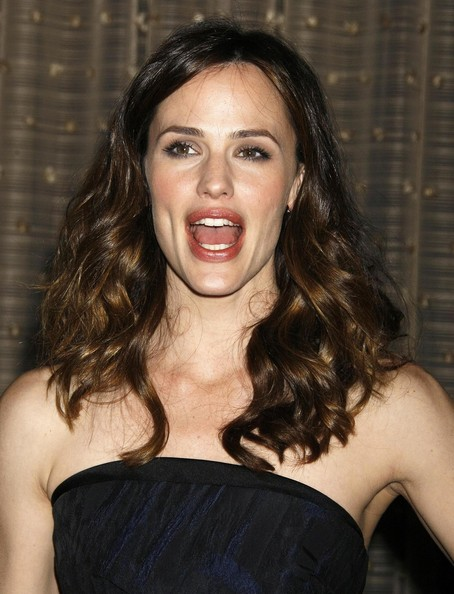 More Pics of Jennifer Garner Medium Wavy Cut (1 of 11) - Jennifer Garner Lookbook - StyleBistro