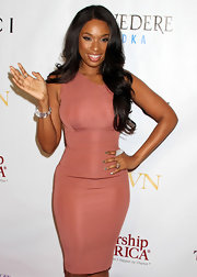 Jennifer Hudson styled her long cascading curls in a center part hairstyle for the 2nd Annual Mary J. Blige Honors Concert.