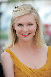 Kirsten Dunst kept her hair simple for the 'Melancholia' photo call. She pinned one side of her bangs back with a stylish barrette.