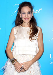 Sarah Jessica Parker wore her long curls in a sexy half up, half down style at the 7th Annual UNICEF Snowflake Ball.