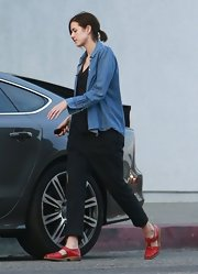 Agyness Deyn stepped out in casual black harem pants for a carefree shopping look.